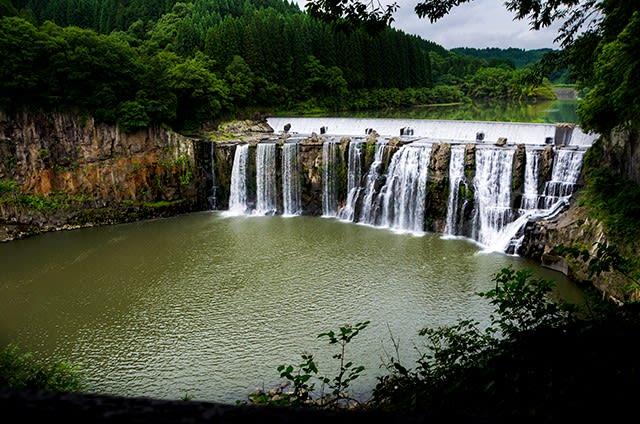 2017 沈堕の滝 (圧倒的な瀑布が...