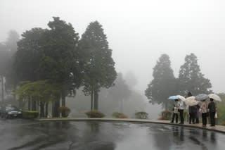 雨の山のホテル