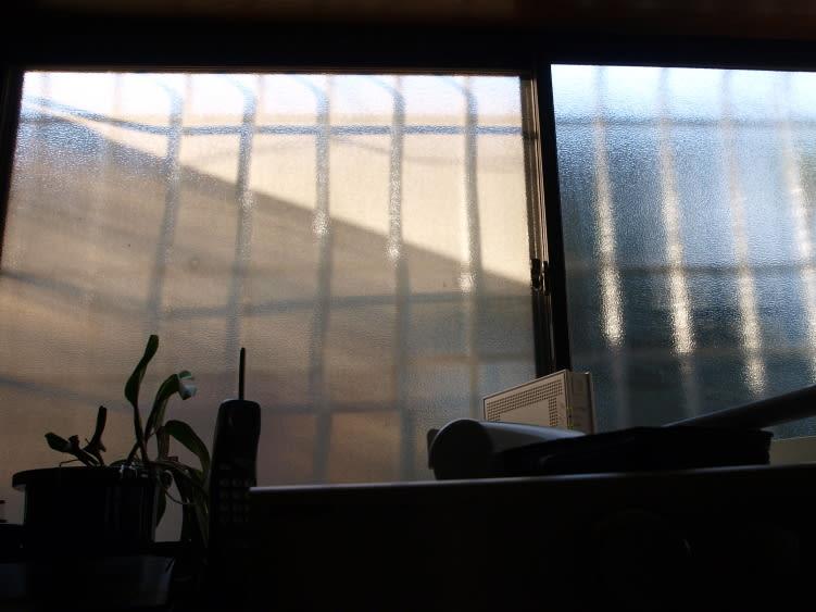 窓辺の光と影 - 光と影のつづれ...