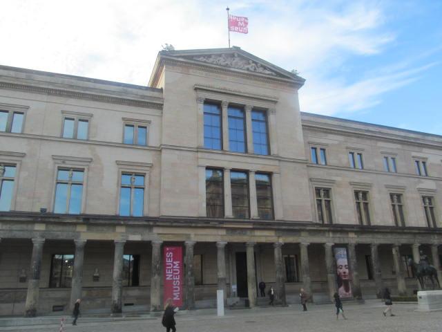 ベルリン 新博物館で王妃ネフェ...