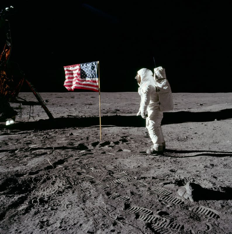 Buzz_salutes_the_us_flag1