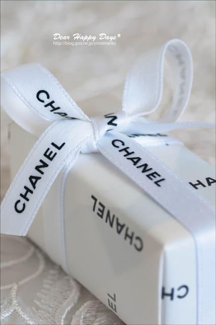 いつもブログを読んでくださっていて「ハンドケア♪~スチームクリーム」の記事から、ネイルカラーを贈ってくださいました♪ しかも、CHANEL。