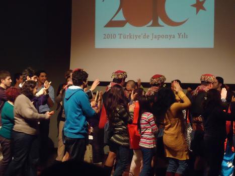 さすがトルコ人!すぐに盆踊りもマスター。
