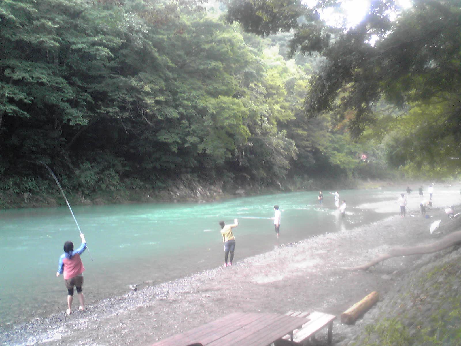 秋川渓谷釣り風景 秋川渓谷 キャンピングコテージ伊奈キャンプ村ブログ
