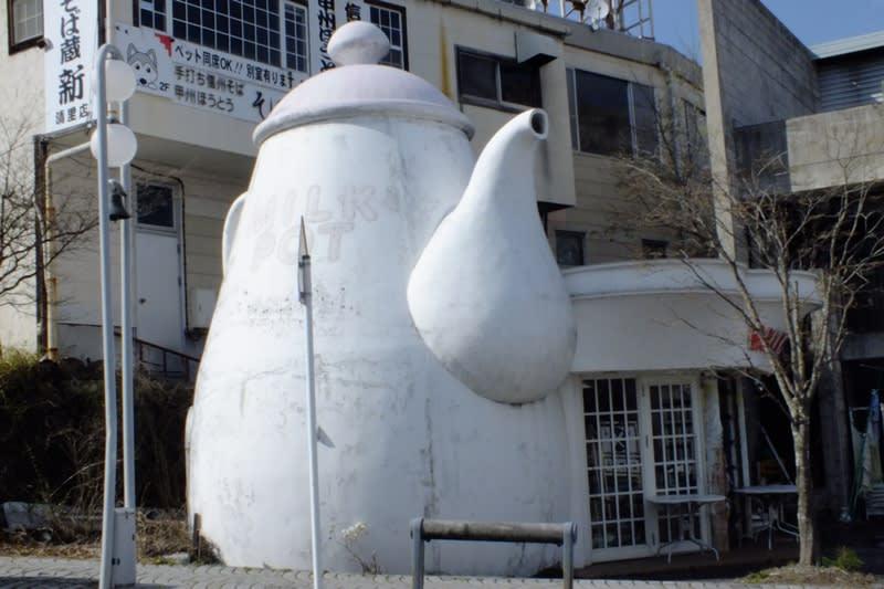 巨大なミルクポット