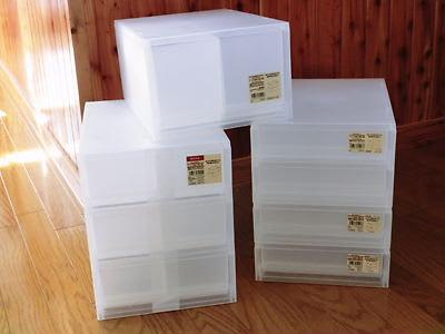 プラスチック製の収納BOX