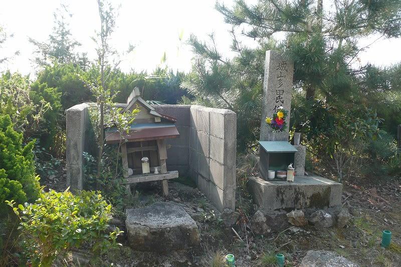多田氏の供養塔