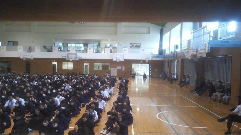 めんそーれ!沖縄・あげな中学校で学校寄席!