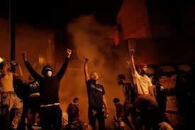 共産主義,赤旗,ミネアポリス暴動 ,黒人暴行死事件,抗議デモ,米国,ANTIFA,アンティーファ,ソ連旗,アンチファシスト,極左テロ組織,白人至上主義者,暴動,事件,事故,犯罪,左翼,右翼,