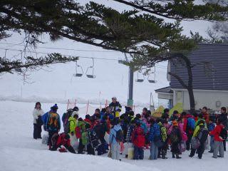一般客はさて置き、米子市の小学生たちで盛況。