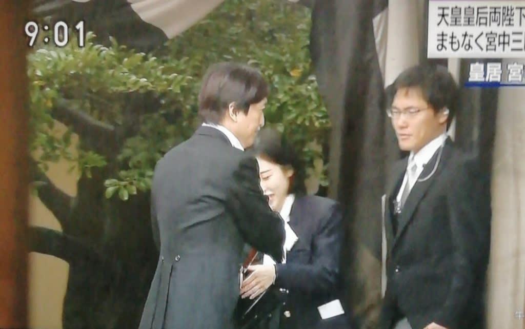 傘 投げる 映像 秋篠宮 秋篠宮夫妻に帰れコールが起こったのはなぜ?3つの理由に納得との声が多数!