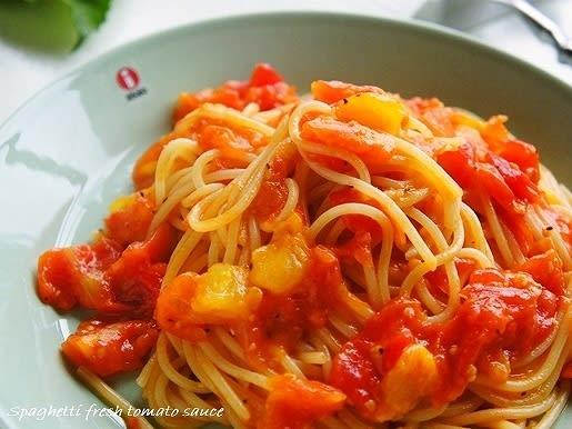 そんな時は、こちらのフレッシュトマトソースのスパゲッティがお勧めなんですが、今年はここにツナ を足して醤油ベースの和風仕立てにでもしてみようと思ってたんです