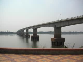 きずな橋 - カンボジア経済
