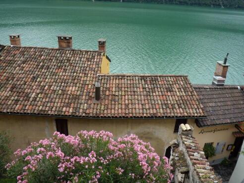 「ガンドリア ~湖畔に...」記事の画像