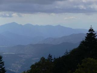春のアヤメ平と至仏山