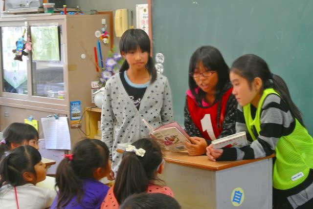 6年生女子 6年生を送る会   相模女子大学小学部