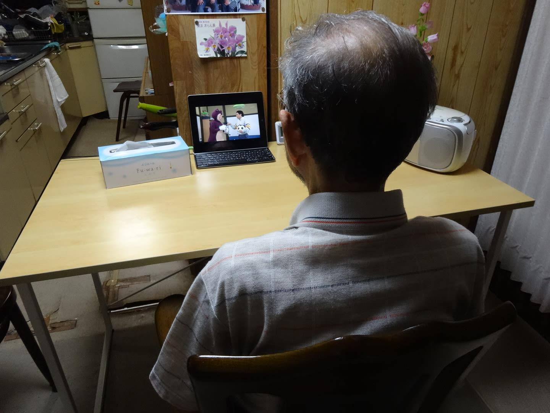 20160526テレビを見る父
