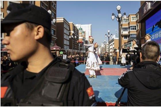f115f5421fff8 中国 イスラム教の中国化でウイグル族の民族文化・社会の変革という「大事業」を進める
