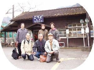 神戸駅前で全員でパチリ