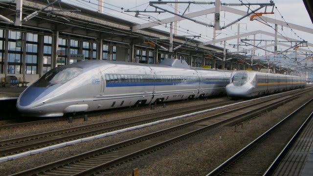 新幹線500系と700系