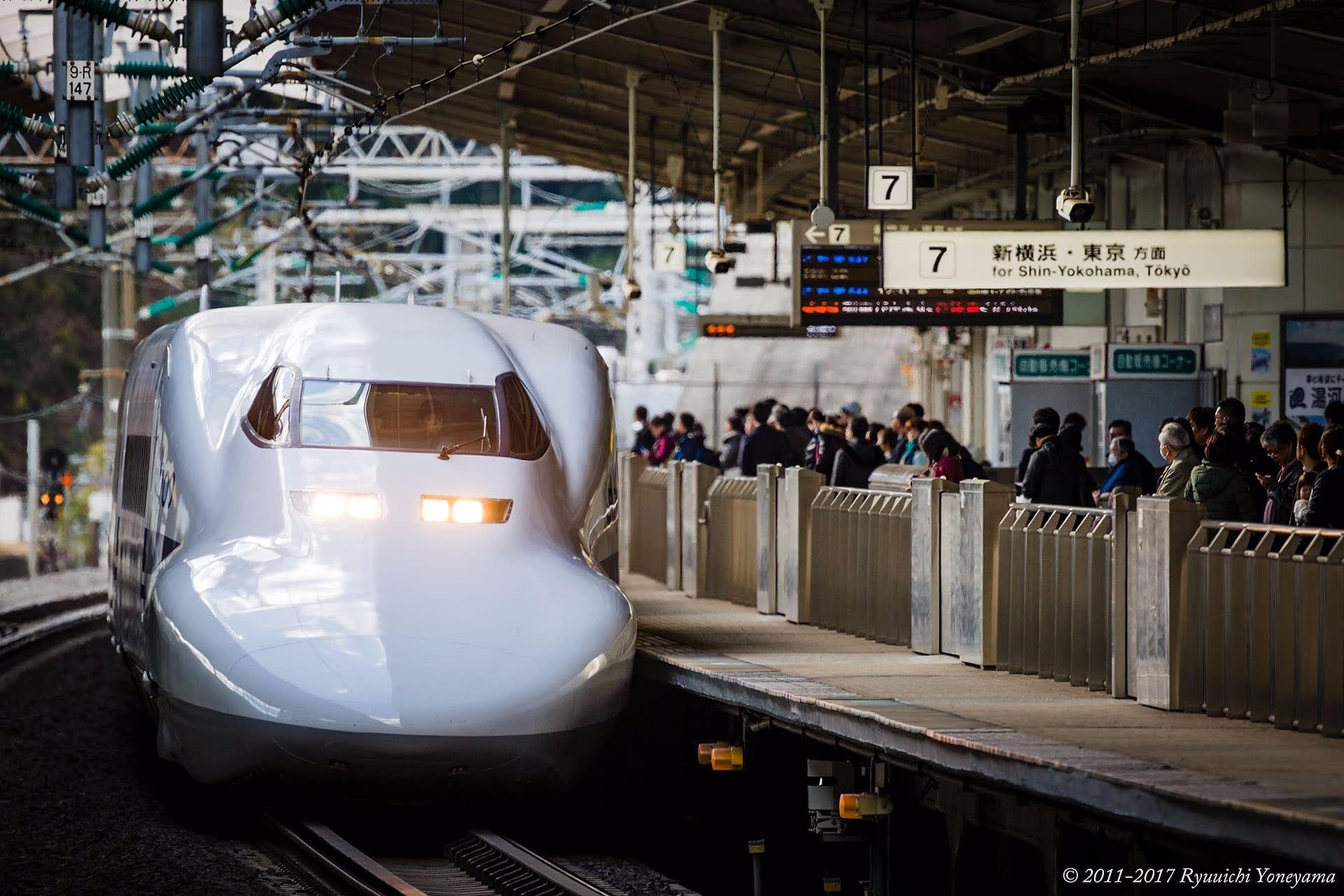 2017年暮れの新幹線熱海駅での日常 - 一瞬に永遠が刻まれて