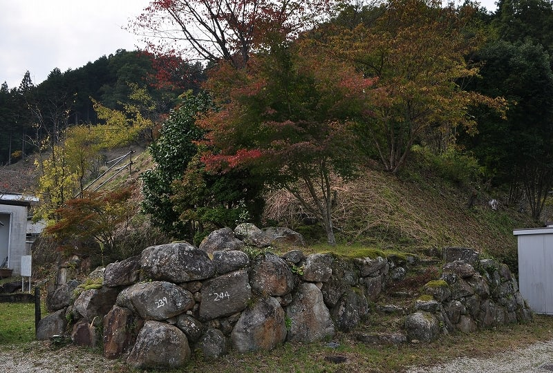 西谷2号墳への石段