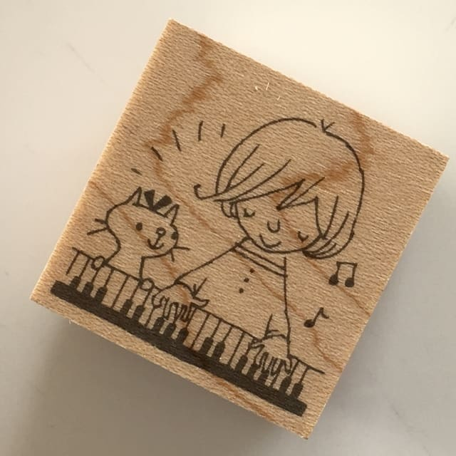 ピアノ♪with a cat 30*30*20BOUS初ピアノモチーフのスタンプです☆音楽のある暮らし、すごく素敵です。弾けたらいいな〜♪再チャレンジしようかな?
