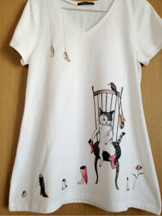 ちょっと中断してた手描きTシャツ、完成しました♪ お気に入り絵本『くつやのねこ』の絵を模写しました(*^m^*)