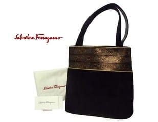 d3669f58187f この黒ヌバックバッグも素晴らしい。 入口周りに施された金彩がとてもきれいで、ヌバックも最高級品です。