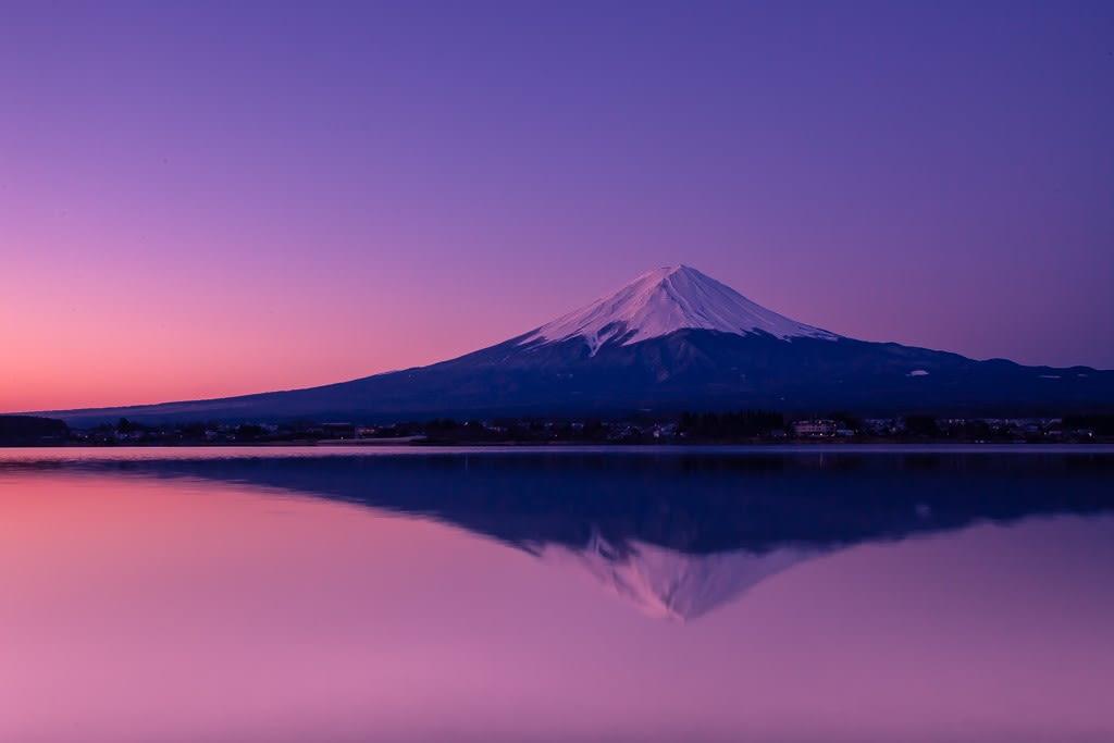 夜明けの逆さ富士の写真