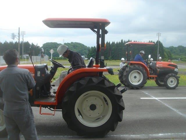 免許 トラクター トラクターにロータリー等を付けての公道走行は免許の確認を!