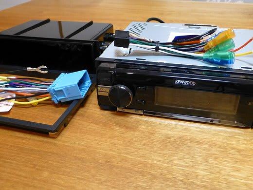 df1419b124 SDカードはおいらの音楽、USB1系統はかみさんの音楽とソースを分けて使えるし、余ったUSBは携帯やスマホなんかの充電用になるからね