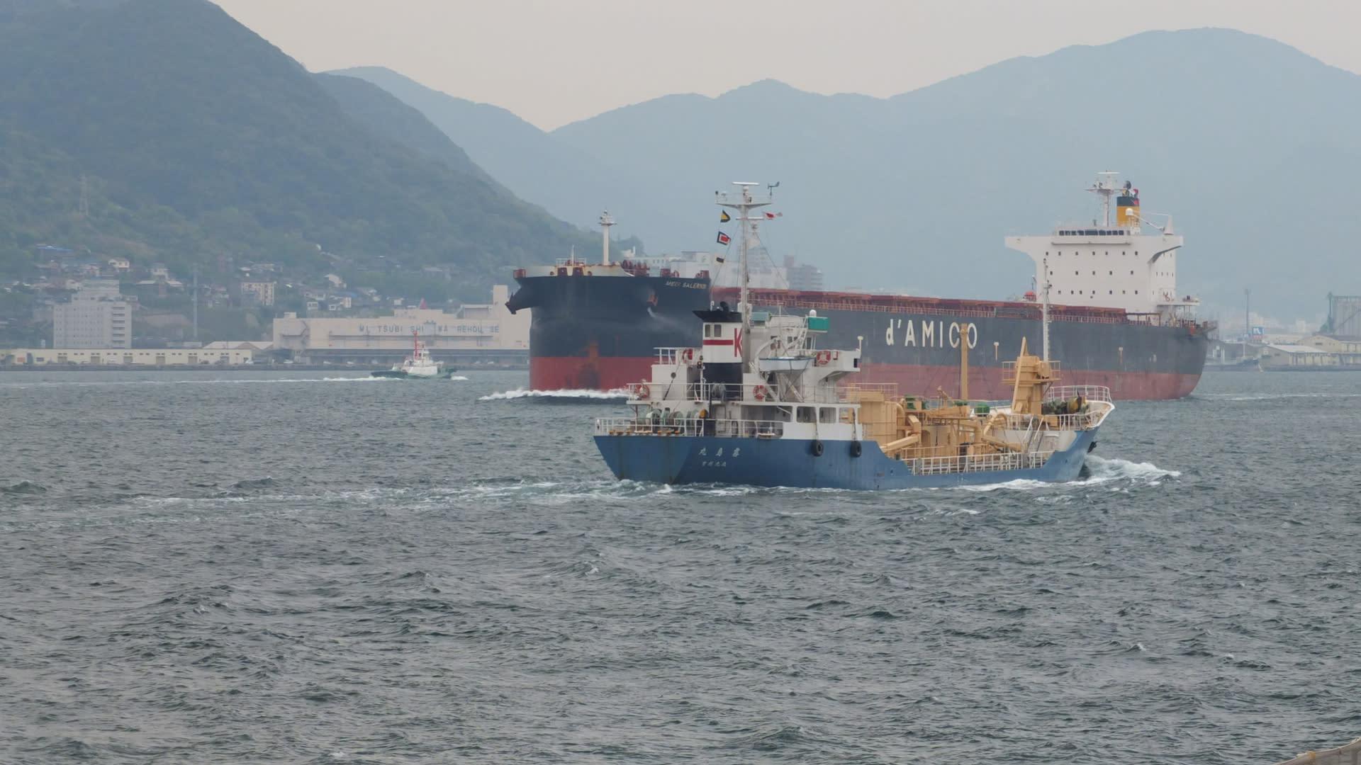 関門海峡を渡る 撒積船 Medi Salerno