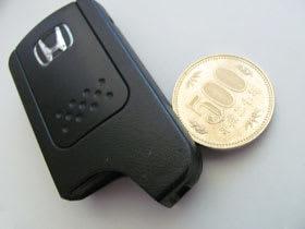 コインを差し込んでカバーを外す。