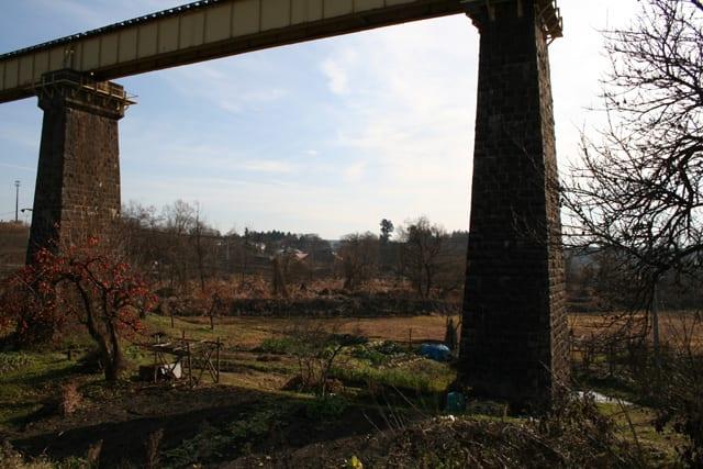 でも、鉄橋の下は綺麗です