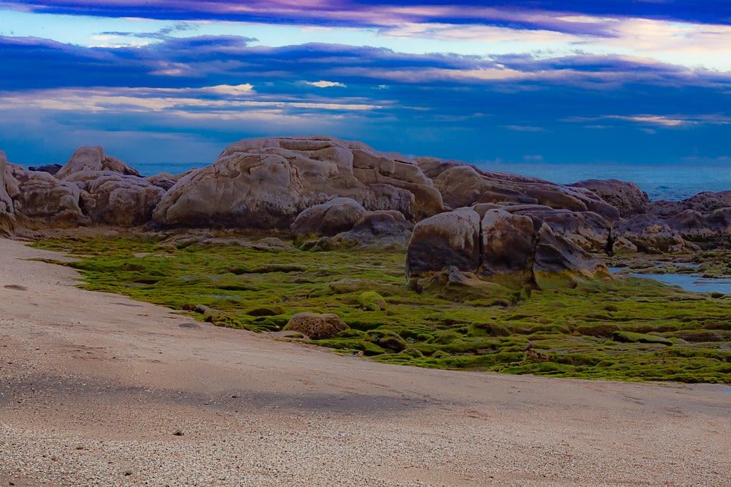 白浜の巨岩の写真