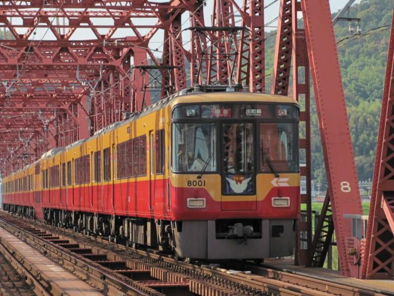 京阪8000系特急