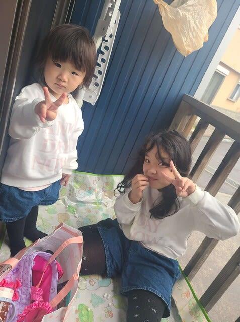 ウッドデッキと女の子二人です | 高知市で月々三万円で新築一戸建てを建てるならサンブランドハウス