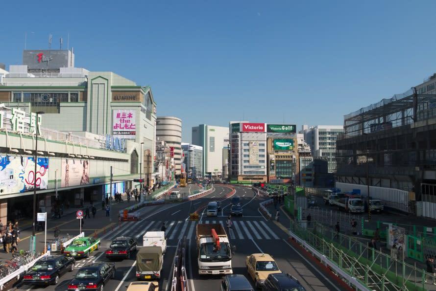 歩道橋 新宿 新宿駅南口の歩道橋の首吊り遺体を撮影、画像をTwitterで拡散する人に批判の声「人の不幸で人気になりたいの?」 │