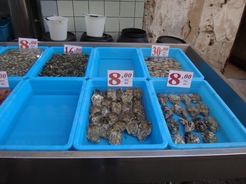 トッレデルグレコの貝屋さん