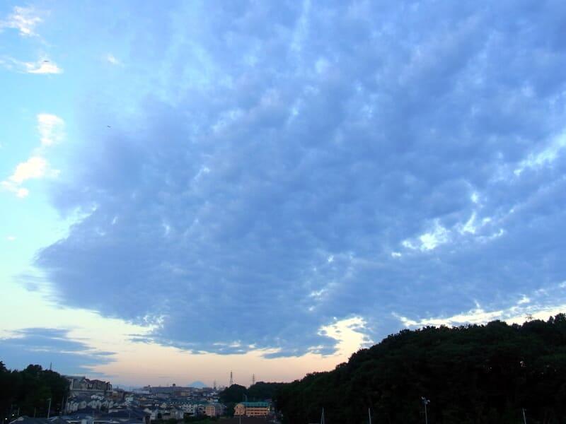 08月23日 のしかかる雲