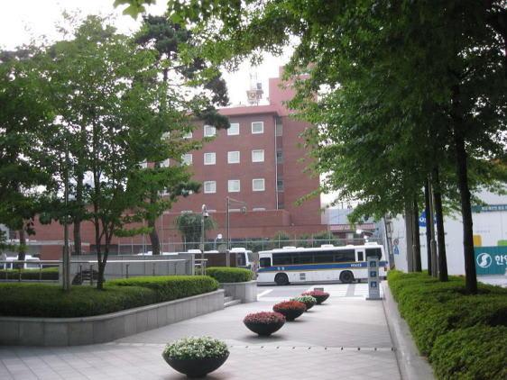 韓国 在ソウル日本大使館放火計...