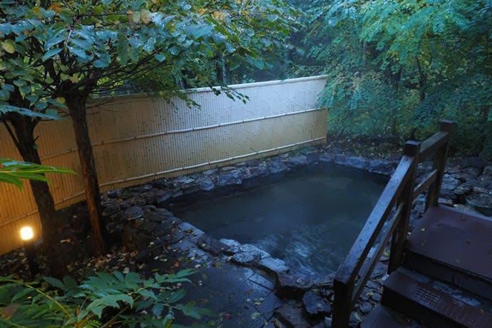中の湯温泉の露天風呂