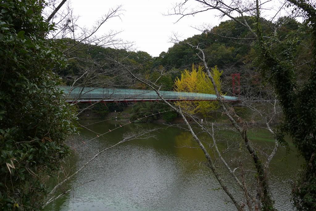 とっくり湖と吊り橋