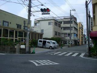 霞町4丁目交差点から西方(尾道への旧道)を望む