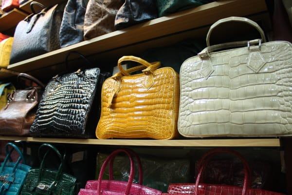 37203dee6c64 海外で生活していると、何を何処で買うか決めている、日本でも発売されるようになったJOCKEYの下着、バリーの靴下、クロコダイルの靴、旅行鞄、リーバイス系綿  ...