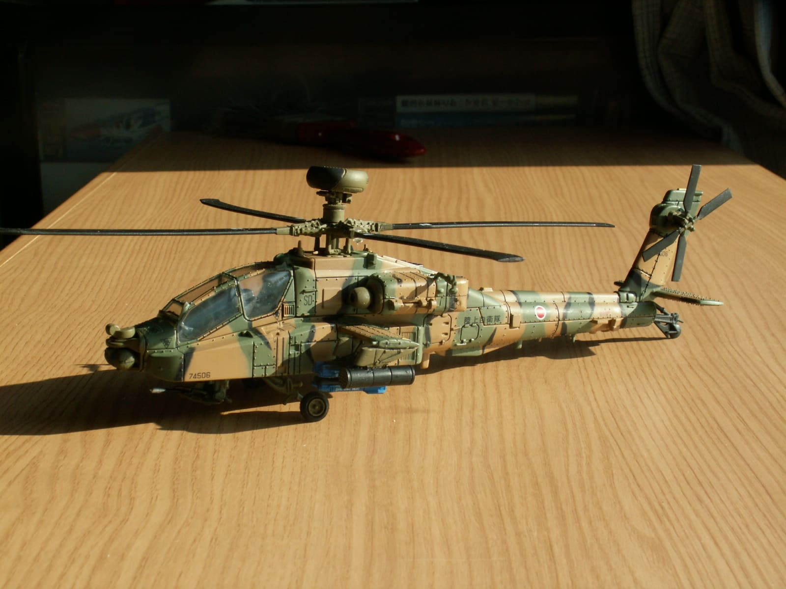 UNIMAX 1/72 AH-64D #74506 - 叛...