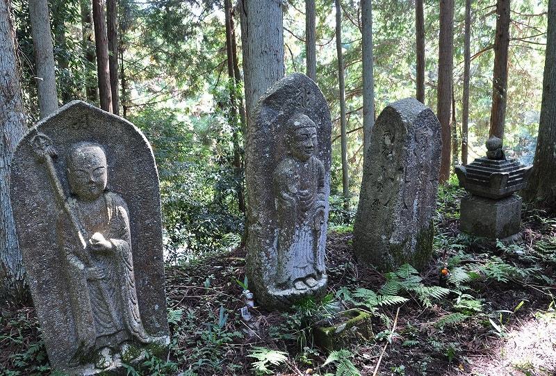 増賀上人の墓石仏
