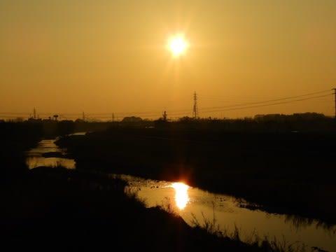 霞んだ夕空の日 - 黎明の日々の...