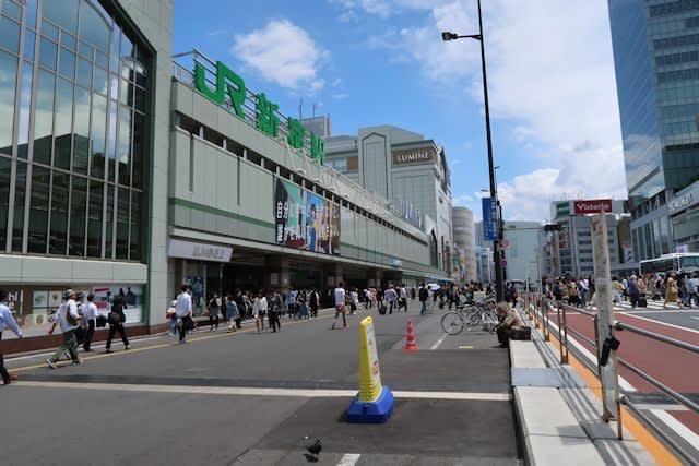 東京新宿駅南口の街並み
